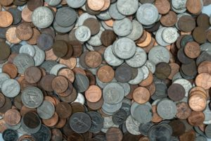 picture of scattered american coins